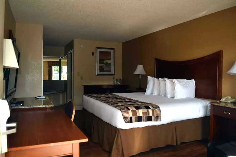 Rooms atkinson inn suites lumberton north carolina nc for Honeymoon suites in north carolina