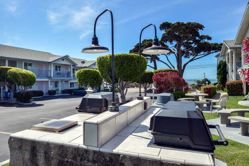 Barbeque Area Pet Friendly Hotel Cayucos Beach Inn