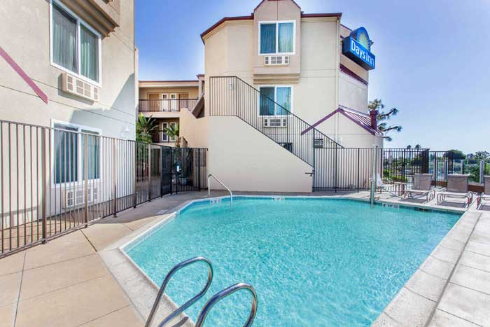 Seasonal Outdoor Pool Beaches Carlsbad Oceanside Hotels Motels Lodging Cheap Lodging