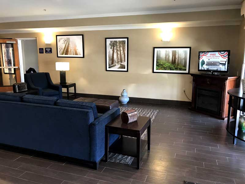 Newly Remodeled Rooms Budget Discount Cheap Affordable Convention Center Business Travelers Comfort Suites in Visalia California