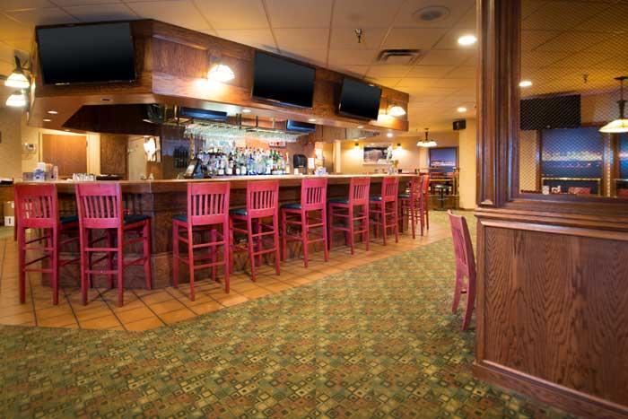 Full Service Lounge Cross Roads Hotel Huron