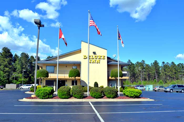 Budget Affordable Lodging Accommodations Cheap Hotels motels Deluxe Inn Fayetteville NC North Carolina