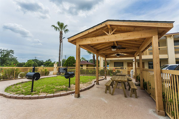 Barbeque Outdoor Area Hotels Motels Accommodations Hobby Houston Texas
