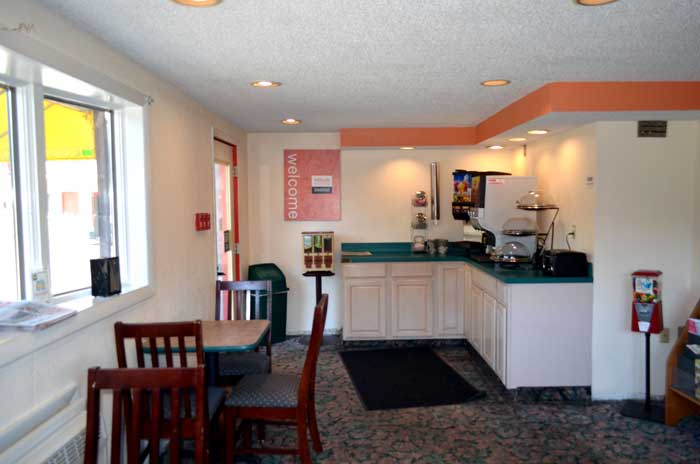 West Hartford Conneticutt Free Continental Breakfast Guestlaundry Free WiFi High Speed Internet Enfield Inn and Suites Enfield CT