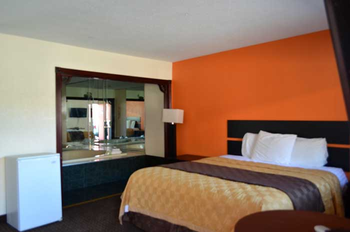 Clean Comfortable Rooms Newly Remodeled HotelsMotels by Bradley International Airport Budget Affordable Cheap Discount in Enfield Inn and Suites Hotels Motels