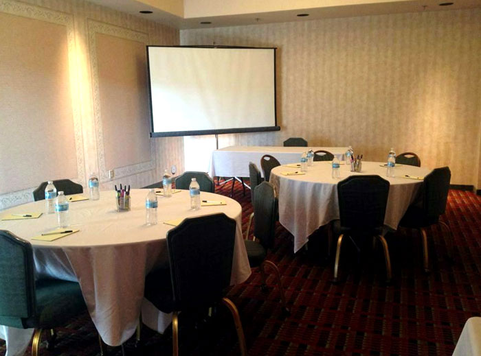 Business Travelers Hotels Free Continental Breakfast meeting Room AV Equipment Budget Affordable Clean Newly Remodeled Hotels East Cleveland Ohio