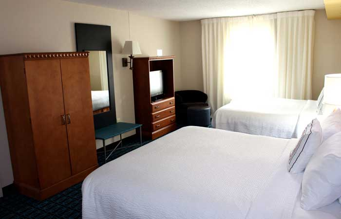 Free Hot Continental Breakfast Cheap budget Discount Hotels Motels Lodging Fairfield Inn and Suites kansas City Missouri