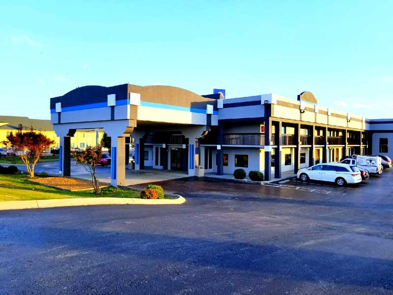 Hotels Amenities Lodging Accommodations Budget WiFi Pool Seasonal Business Center * Gateway Inn and Suites Clarksville TN College University