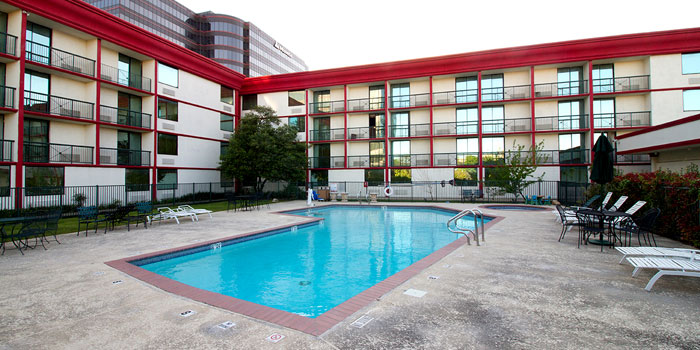 Amenities gateway hotel dallas texas tx hotels motels for Affordable pools dfw