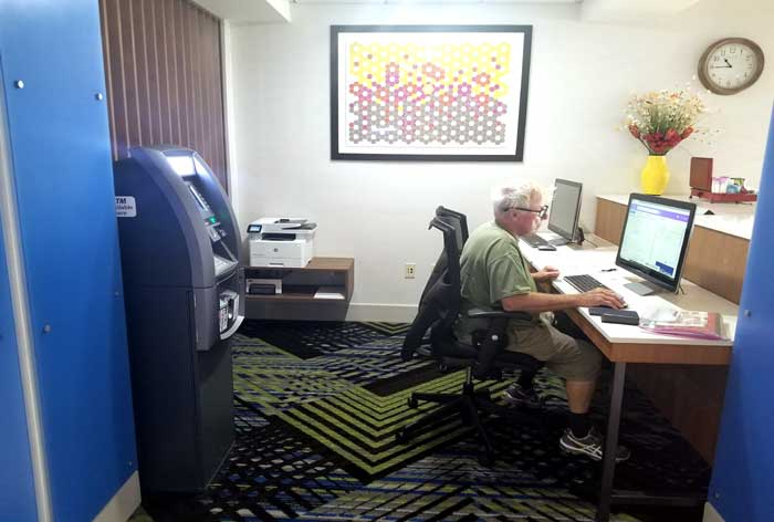 Business Center Hotels Motels Amenities Newly Remodeled Free WiFi Free Continental Breakfast Holiday Inn Express and Suites Wichita Airport Mcpherson KS Reasonable Affordable Rates Amenities Hotels Motels Lodging Accomodations Great Amenities Mcpherson Ka