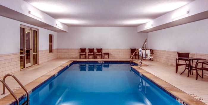 Indoor Heated Pool Year Round Affordable Lodging 3 Star Rating Discount Hotels Motels Sahwnee KS Kansas
