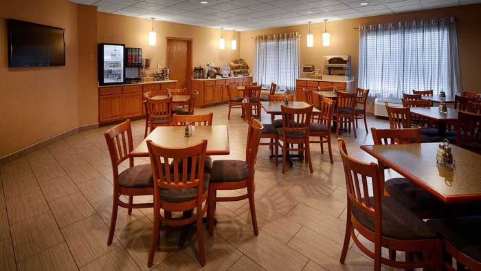 Free Hot Continental Breakfast Hotels Motels Amenities Newly Remodeled Free WiFi Free Continental Breakfast Holiday Manor Speedway Newton IA Reasonable Affordable Rates Amenities Hotels Motels Lodging Accomodations Great Amenities Newton Iowa