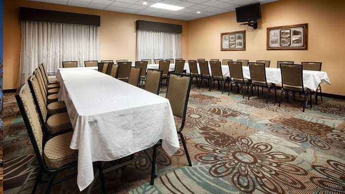 Business Travelers meetings Gatherings Room Setup AV Equipment Budget Affordable Former Holiday Inn Express Hotel Motel Newton IA