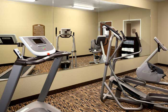 Fitness Room Barbeque Outdoor Pool Spa Newly Built Hotel Motels Microtel Inn and Suites