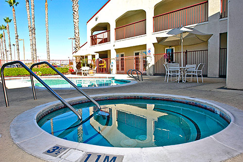Year Round Spa Free Bus Truck Parking Hotels Motel Lodging Amenities Lodi Woodbridge Area California * Motel 6 Lodi Ca Wine Country Pet Friendly Rooms