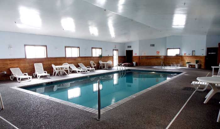 Indoor Heated Pool Spa Pet Friendly Hotel Clean Comfortable Flat Screen TV Budget Affordable Hotels in Roseville St. Paul Minneapolis