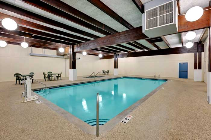 Fitness Center Pet Friendly Clean Comfortable Rooms Lodging Hotels in Worthington Discount Cheap Budget