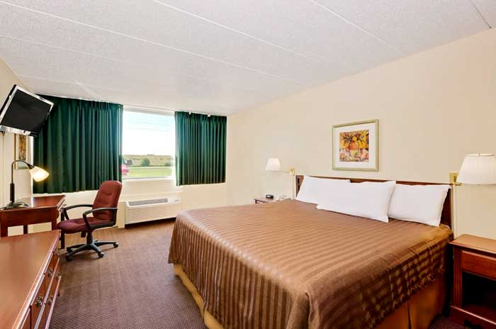 Clean Comfortable Rooms former Travelodge Norwood Inn and Suites Budget Discount Cheap Hotels Motels in Worthington MN