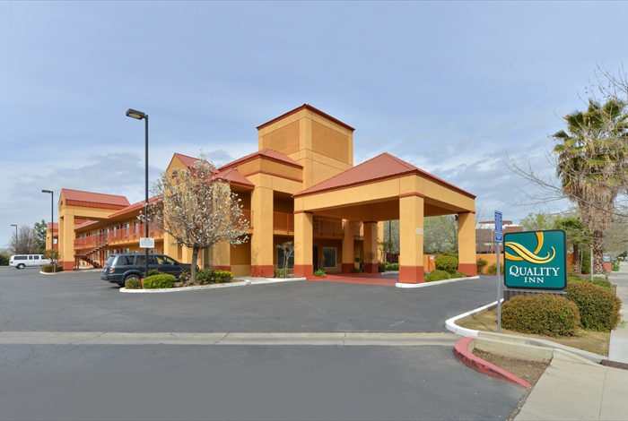 Budget Affordable Lodging Hotels Motels Quality Inn Fesno Downtown University of Fresno Cal State Housing Students