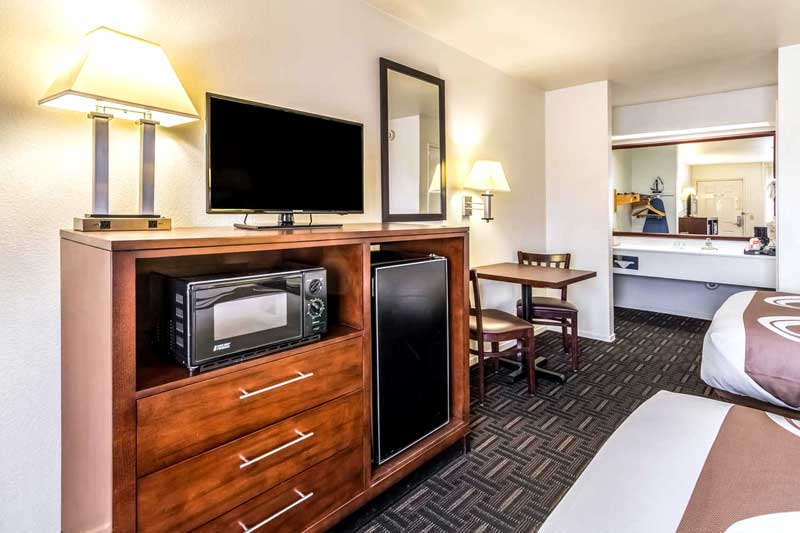 Newly Remodeled Rooms Clean Cpmfortable Business Travelers Suites with Couches Business Center Seasonal Pool Free Continental Breakfast Busses Trucks Welcome