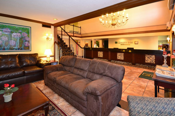 Clean Comfortable Accommodations Lodging Budget Affordable Pet Friendly St. Louis Airport Shuttel