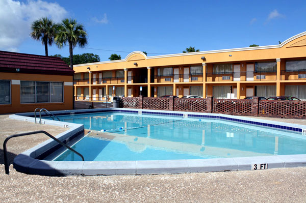 Outdoor Pool Budget Affordable Lodging Discount Cheap Budget Extended Stay Living Business Travelers Families Scottish Inn Jacksonville