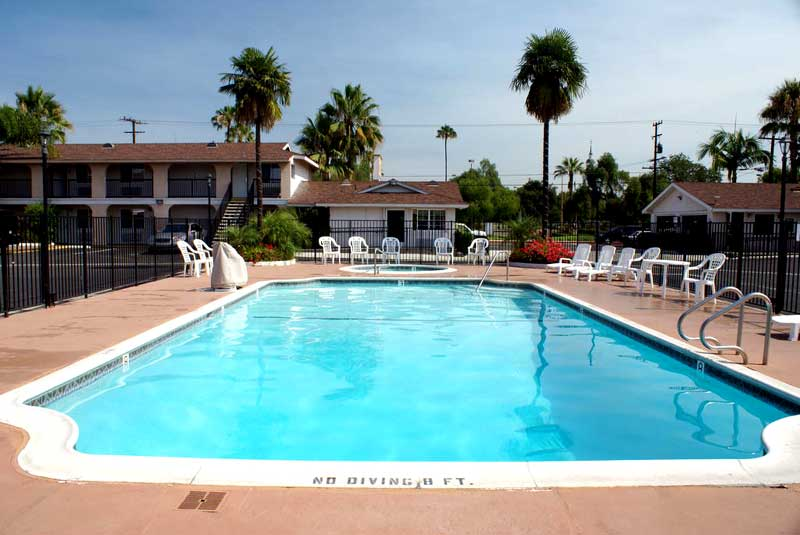 Seasonal Outdoor Pool Pet Friendly Hotel Free Continental Breakfast Across Knotts Berry Farm Colony Inn Buena Park Ca.