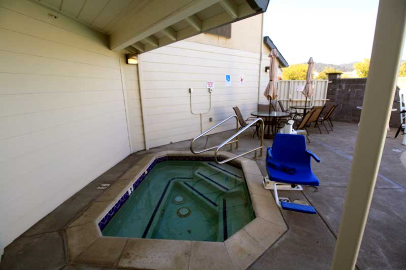 Pool Spa Hotels Amenities Lodging Newly Constructed  Super 8 Cloverdale * Wine Country Hotels Lodging Amenities Cloverdale Ca