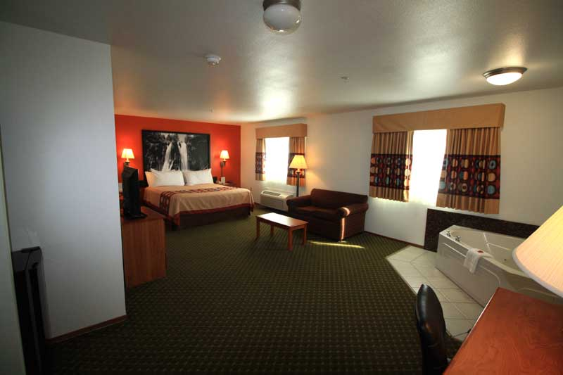 Romantic King Spa Family Suites New Remodeled Flat Screen TV Hot Tub in Room Super 8 Cloverdale Hotels Motels