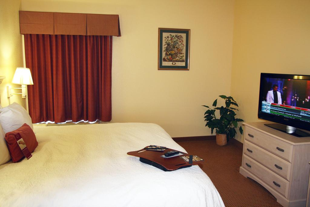 Fitness Room Amenities Hotels Motels Lodging Discount Budget Cheap Business Travelers Famalies Welcom 3 Star Hotel Motel in Birmingham Bessemer Alabama Hamilton Inn