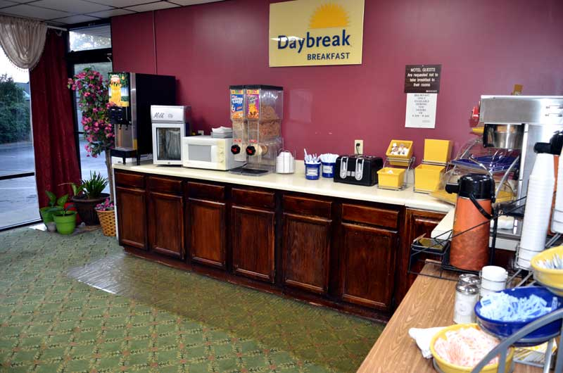 Free Continental Breakfast Palmetto Inn and Suites Cheap Budget Affordable Lodging Accommodations Reasonable Rates