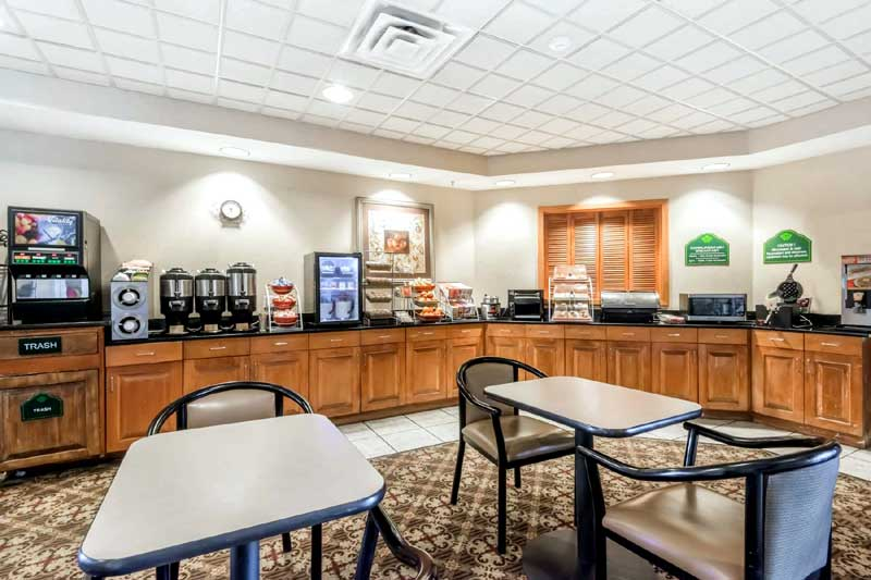 Free Hot Breakfast Buffet Budget Affordable Lodging Hotels Motels in Dallas Fort Worth Irving Texas Whyndham Wingate Hotel