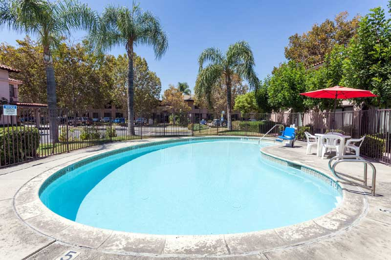 Seasonal Outdoor Pool Amenities Hotels in San Bernardino Ca