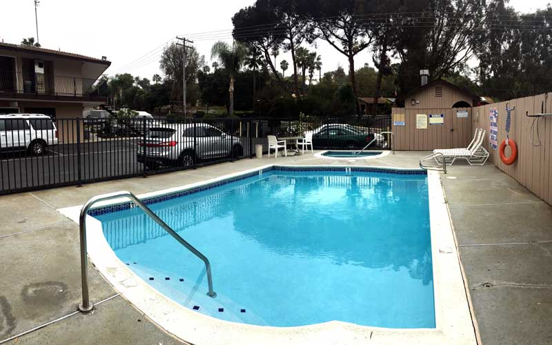 Outdoor Pool Spa Escondido Lodge Pet Friendly Hotel Motel San Diego Wild Animal Park