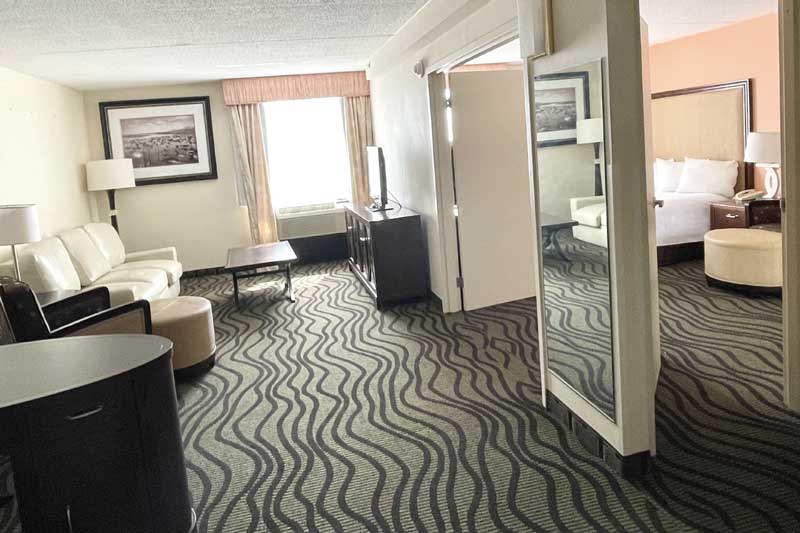 Restaurant Pub Lounge Bar After Hours Hotels Motels Fair Bridge Inn and Suites Wickliffe Ohio Cleveland East Hotels Motels Pet Friendly