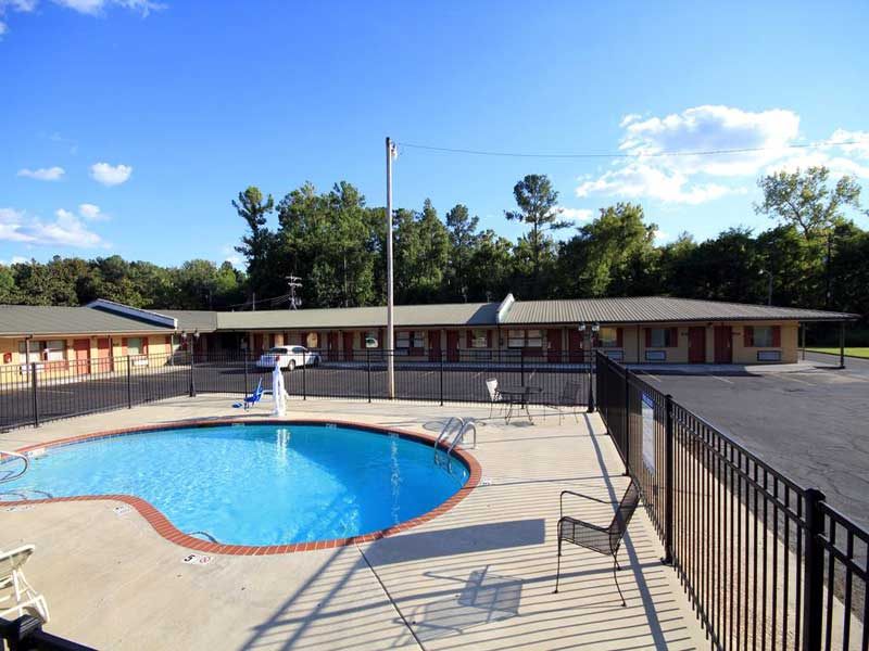 Seasonal Outdoor Pool Motels Amenities Newly Remodeled Free WiFi Free Continental Breakfast Holiday Terrace Hoston MS * Reasonable Affordable Rates Amenities Hotels Motels Lodging Accomodations Great Amenities Hoston Mississippi