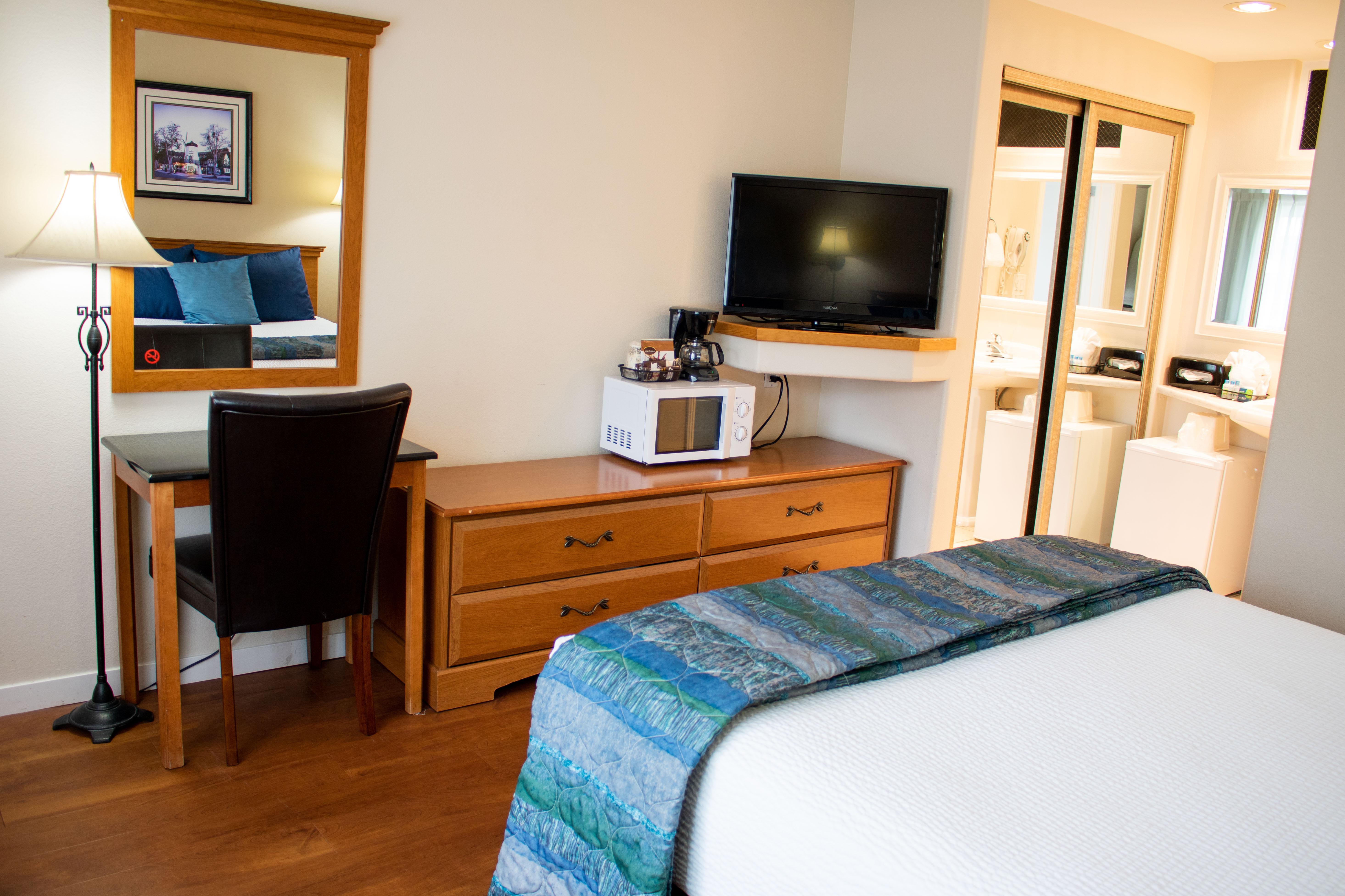 hotels in solvang ca king frederik inn solvang. Black Bedroom Furniture Sets. Home Design Ideas