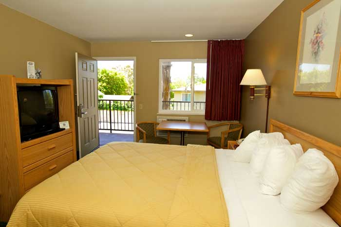 Room Downtown San Luis Obispo Hotel Lamplighter Inn former Comfort Inn Cal Poly Budget Cheap