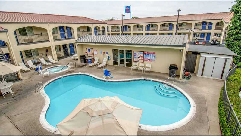Outdoor Heated Pool and Spa Motel 6 Lodi