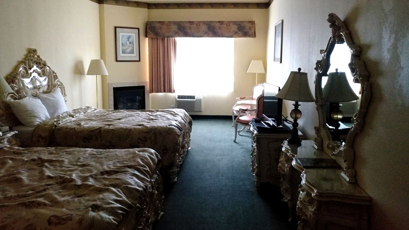 Deluxe 2 Queen Hotels Motels Budget Discount Cheap Lodging Palace Inn Lincoln City Oregon