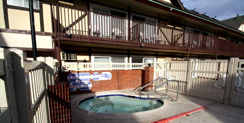 Outdoor Heated Spa Hotels Motels in Buellton California Pea Soup Andersens