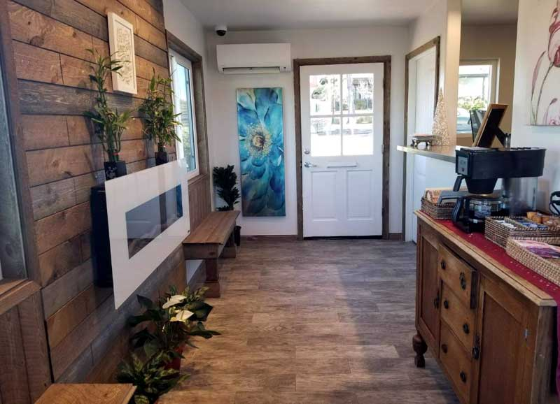Front Desk WiFi Free Parking Cable TV Fridge Hotels Motels Ramona Valley Inn