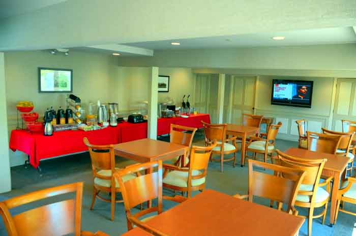 Free Breakfast Hotels Motels in the Heart of Solvang Royal Copen Hagen Inn Weddings Receptions