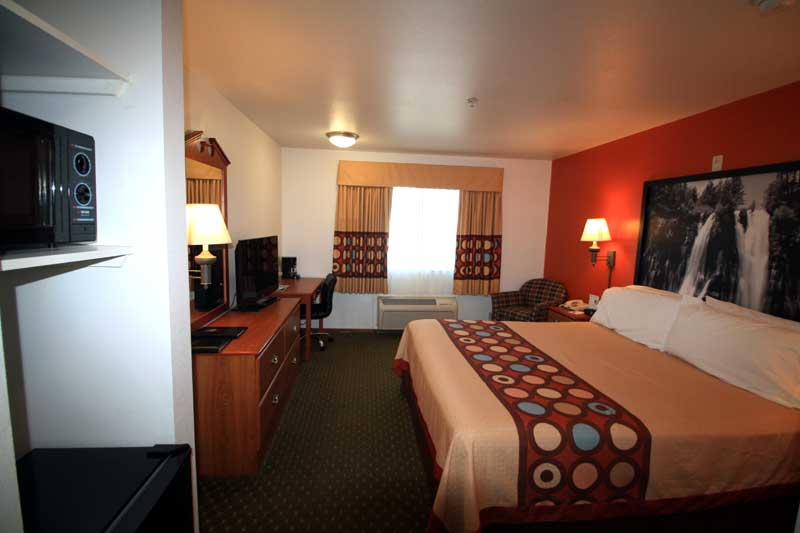 Budget Affordable Lodging Accommodations Cheap Super 8 Cloverdale Wine Country California