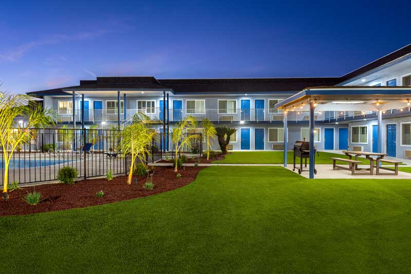 Seasonal Outdoor Pool Super 8 Lindsay Amenities Casino National Park