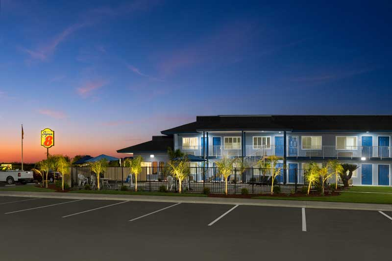 King Bed Hotels Motels Lodging Super 8 Lindsay Ca.