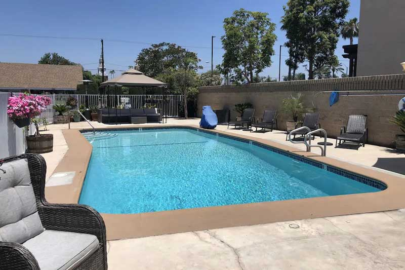 Seasonal Outdoor Pool Free Continental Breakfast Pet Friendly Hotels Motel Buena Park California Westward Inn