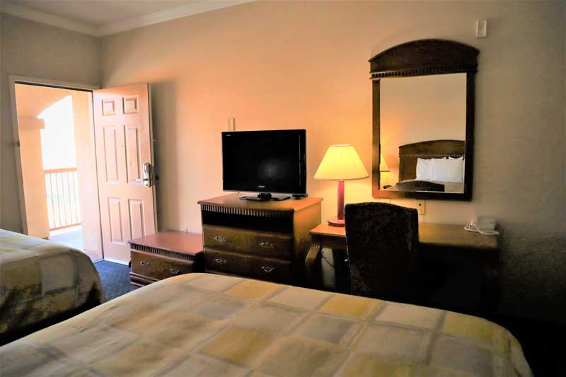 2 Queen Beds Cheap Budget Newly Remodeled Hotels in Twenty Nine Palms Ca.