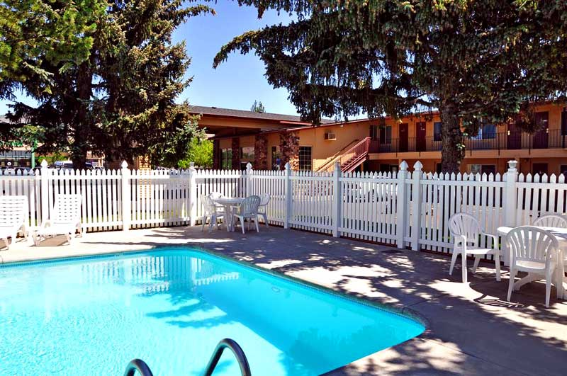 Seasonal Outdoor Pool Hotels Motels Lodging Accommodations in Klamath Falls