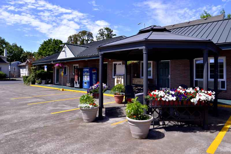 Gazebo Hotels Motels Amenities Newly Remodeled Free WiFi Free Continental Breakfast Courtesy Inn Downtown Eugene OR Reasonable Affordable Rates Amenities Hotels Motels Lodging Accomodations Great Amenities Eugene Oregon